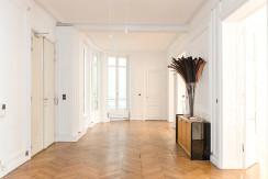 0825-Showroom_AvenueHoche-27