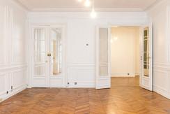0825-Showroom_AvenueHoche-9
